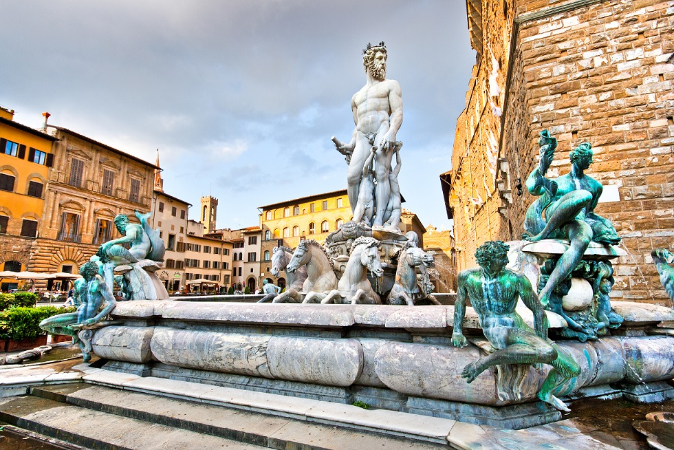Famous Fountain of Neptune on Piazza della Signoria in Florence, Italy _113720503(small)